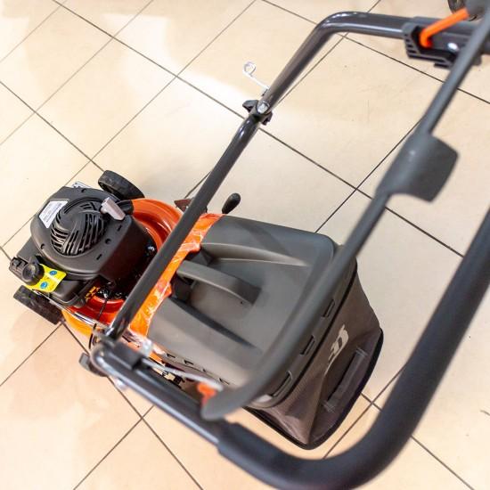 Husqvarna LC 140 Benzinli Çim Biçme Makinesi